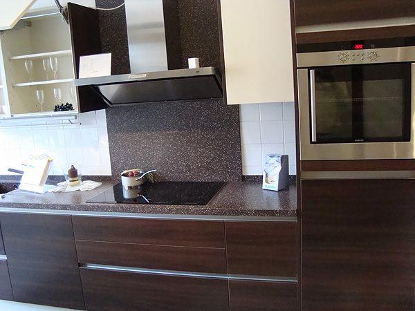helmut latzel gmbh wurzen lieferung komplettmontage einbauk chen. Black Bedroom Furniture Sets. Home Design Ideas